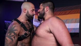 Leather Bears Share Experiences & Fuck Raw – Bearback