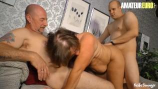 Reife Swinger - Homemade Amateur Swingers Wife Sharing Hot Threesome