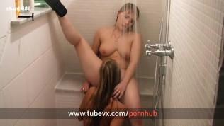 VISIT-X Beste Freundin in Dusche geleckt