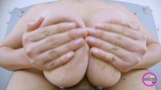 SEXY MILF PIDE QUE FOLLE SUS PERFECTAS TETAS NATURALES