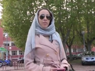 Brunette/to has girl arrived muslim