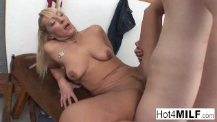 Euro MILF Eva gets cum on her real tits!