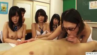 Японские школьницы наблюдают, как учительница занимается горячим сексом