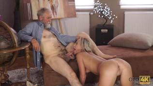 Старый добрый сексуальный учитель счастлив провести сексуальное время со своей горячей ученицей