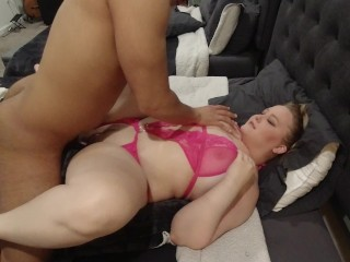 Thick White Girl Fucks Missionary and Gets a Facial