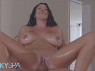 MetroHD – Sexual Missy Martinez get a crazy massage that she craves