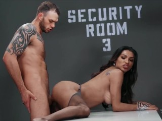 Transangels – Radiant Jessy Dubai Earns Her Anus Drilled By Security Cliff
