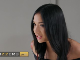 Brazzers - Horny Teen Avery Black Fills Her Pussy With An Older Man's Cock