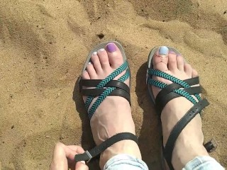I play foot fetish on a public beach with the sand with my sweet legs. feet need to lick GinnaGg