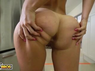 BANGBROS - Latin Goddess Kelsi Monroe Does Some Splits, Takes Some Dick