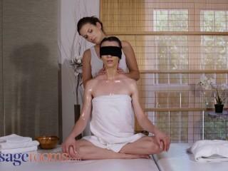 Massage Rooms Czech milf Jenifer Jane lesbian scissoring with young babe