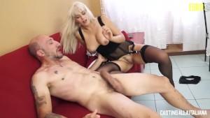 Vittoria Dolce accetta di dare il suo culo al provino porno