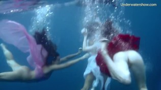 Hot babes naked underwater in the sea
