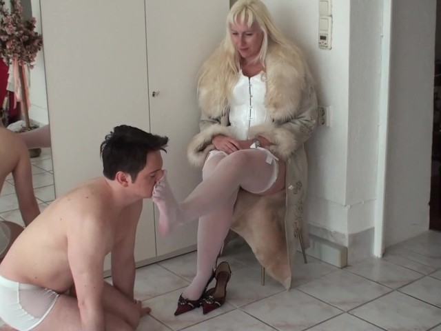 Bizarrlady Jessica Train Her Footboy to Lick Her White Stocked Feet