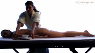 Девственная молодая крошка Vika показывает массаж девственной плевы