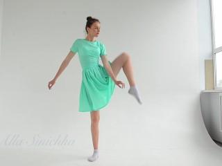 Tits/stretched/ballerina alla flexible sinichka gymnast