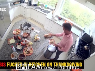 SPYFAM Step Sis Spreads Her Legs On Thanksgiving For Step Bro