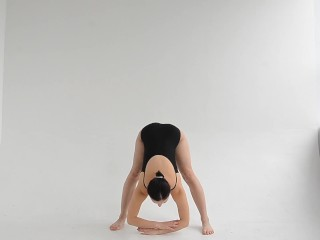 Spreading legs ballerina Dasha Lopuhova