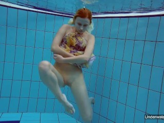 Pool babe Milana Voda hot nudist
